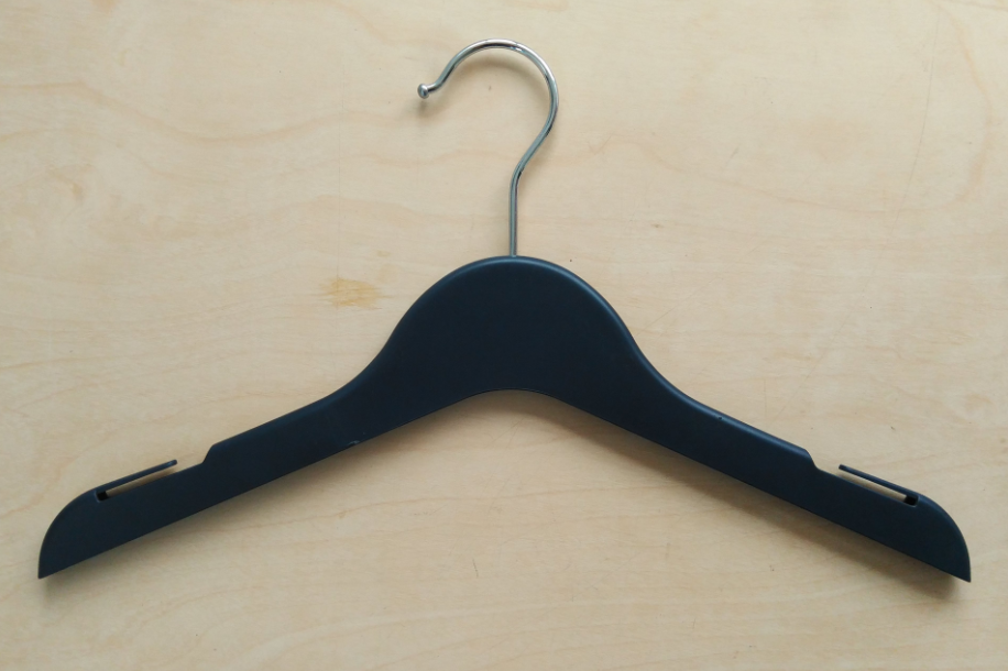 Shirt hangers with Notches
